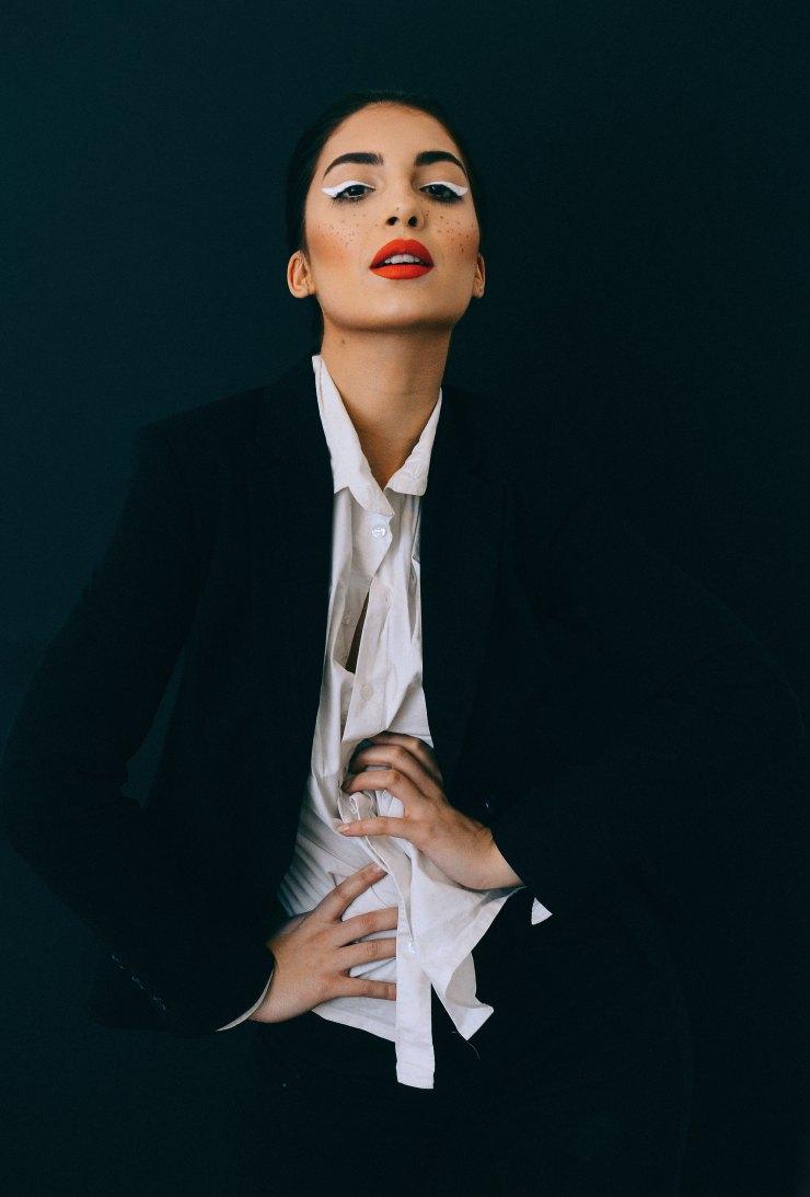 woman-style-attitude-red-lipstick